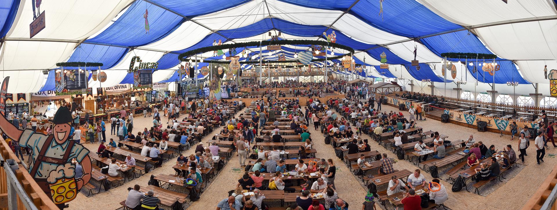 Oktoberfest Brasov Cortul Mare Wiesnzelt Panorama