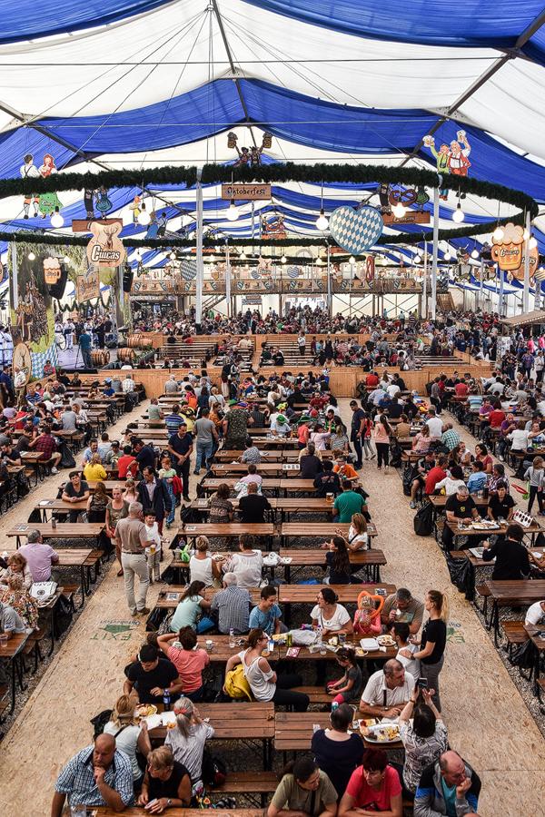 Oktoberfest Brasov cortul mare Wiesnzelt