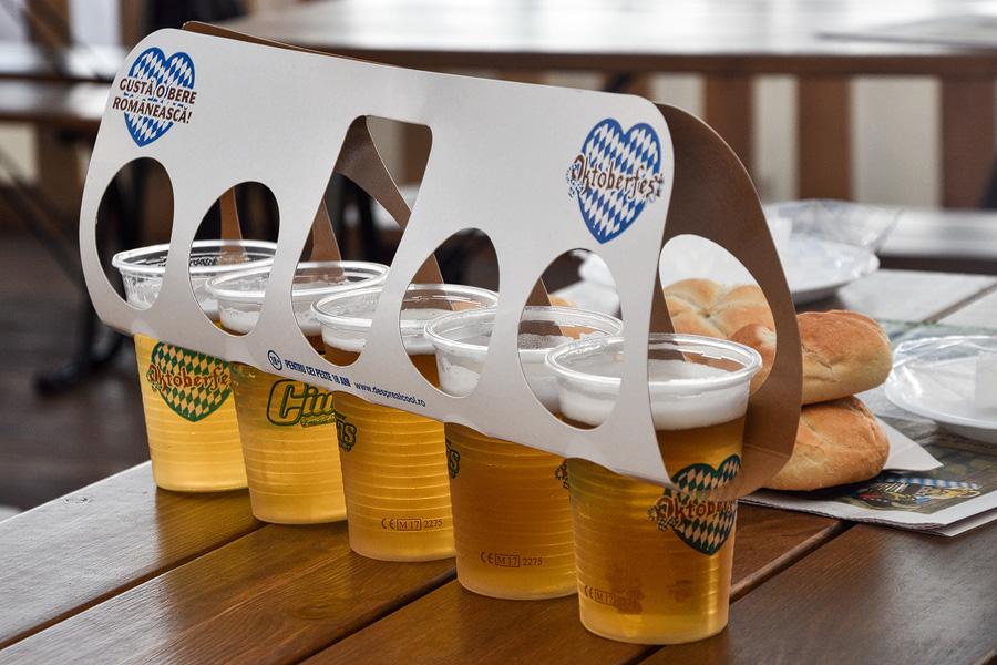 Oktoberfest Brasov pahare cu bere